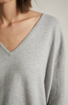 Lanius V-neck Merino-Yak Pullover - Cool grey